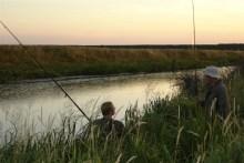 Angler am Ballum Slusekro in Südwestjütland