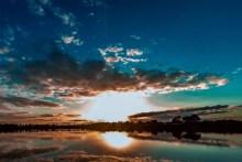 sonnenuntergang am forellensee in dänemark