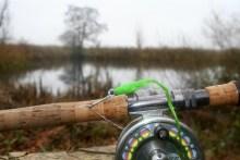 Grüner Hecht-Streamer an Fliegenrute