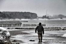 Meerforellenangler auf Møn am Råbylille Strand