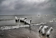 Winterimpressionen: Meerforellenangler auf Møn am Råbylille Strand