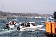 Trolling-Boote an der Hafenausfahrt von Tejn