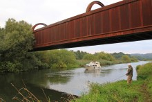 Die Gudenau bei Langå an der Eisenbahnbrücke
