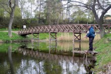 Idylle pur an der Holzbrücke im Nordwesten des Grabensystems